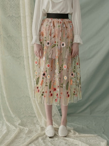 [W] W CONCEPT Floral Embroidery Mesh Skirt 1ea(Ivory-Free)