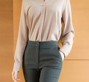 [W] ATTRANGS 7-Color Blouse With Wtylish V-neck Pin-Tuck Design(Color : Navy, Size : Free) 1ea
